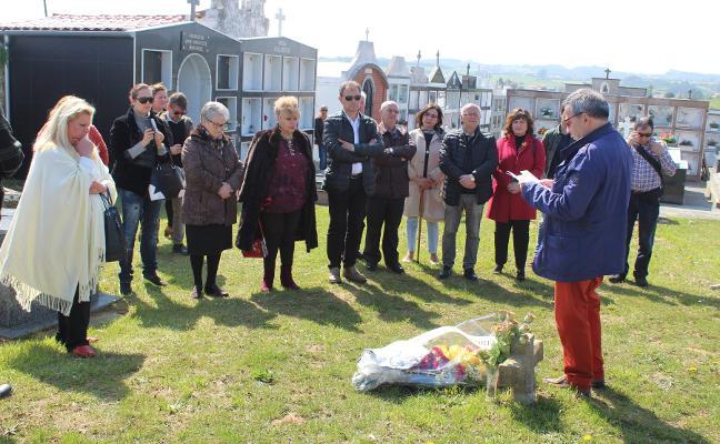 Homenaje en Bañugues a las cuatro mujeres enterradas en la fosa
