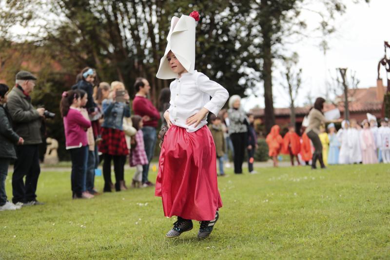 Los trajes de 'Carnavaladas' cobran vida en el Evaristo Valle