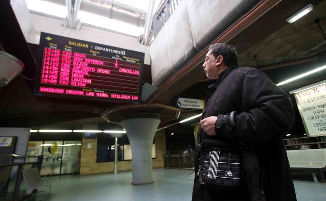Feve recorta el gasto en autobuses de sustitución pese a registrar más cancelaciones