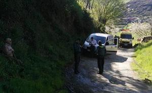 Fallece un hombre de 72 años al volcar su tractor en Cangas del Narcea