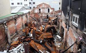 Los afectados por el incendio del bazar de Pumarín demandan a las aseguradoras