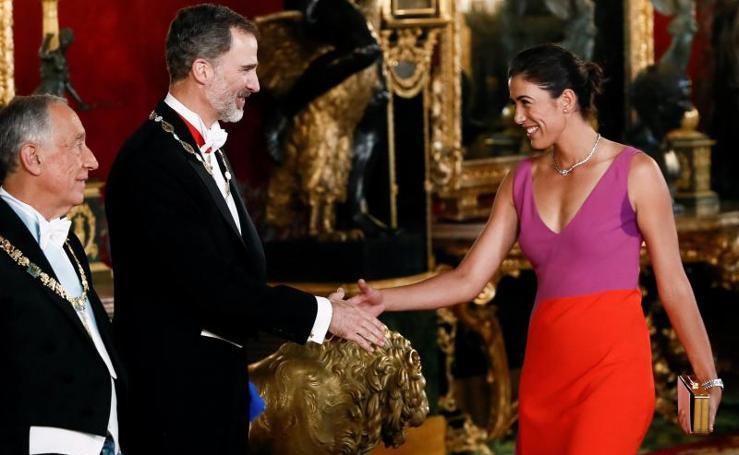 Invitados a la cena en el palacio real
