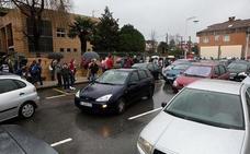 El Foro de la Movilidad plantea quitar aparcamientos junto a los colegios