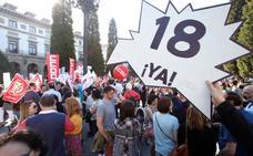 Centenares de profesores marchan en Oviedo por la reducción de las horas lectivas