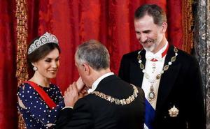 La Reina Letizia hace un guiño a doña Sofía al ponerse por primera vez una de sus tiaras