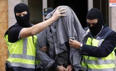 La Fiscalía rebaja de 13 a 5 años la pena al acusado de captar fieles para el Dáesh