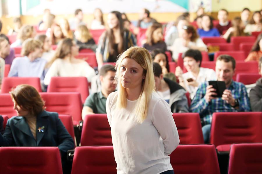 Lucía Fernández habla sobre prostitución y derechos laborales en la Universidad de Oviedo