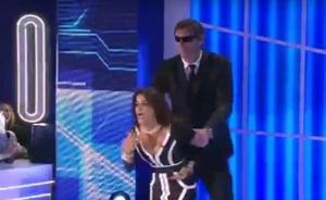 El espectáculo de Aída Nízar en GH Italia: expulsada del plató por un guardia de seguridad