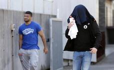 Libertad con cargos y orden de alejamiento de Cimavilla para los tres ultras detenidos el martes