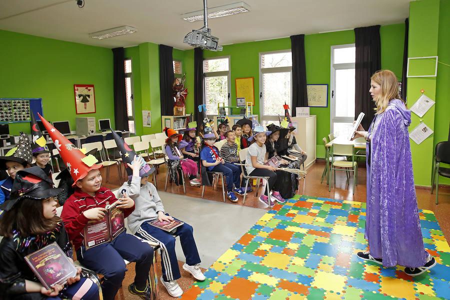 La escritora asturiana Dulce Victoria Pérez visita el colegio Atalía