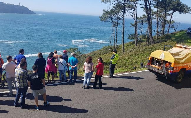 Más seguridad para la carretera de Navia en la que un todoterreno cayó a una cala