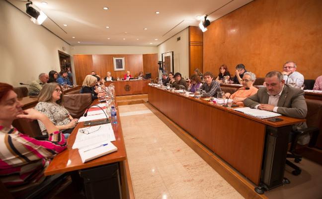 Un ardid legal permite al PSOE aprobar el presupuesto de Avilés tras un polémico debate