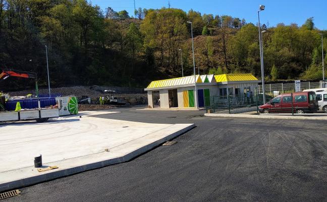 El punto limpio de Piloña comenzará a prestar servicio a principios de mayo