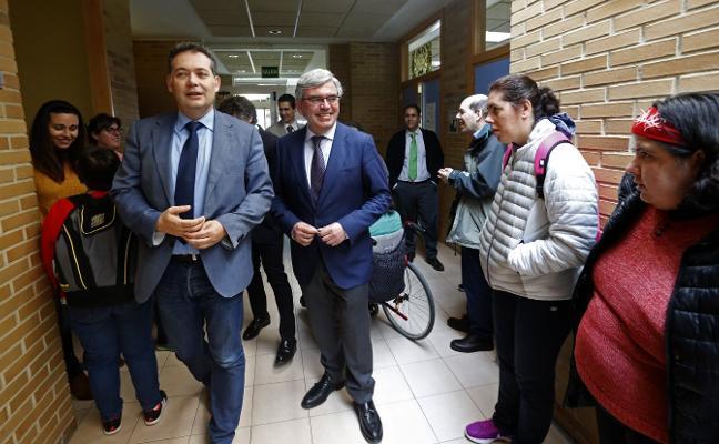 Mariano Marín visita la Fundación Vinjoy