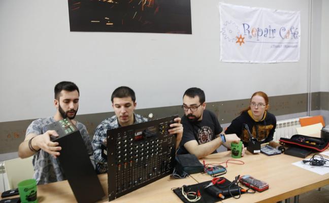 Exitoso 'Repair Café' en la Escuela Politécnica