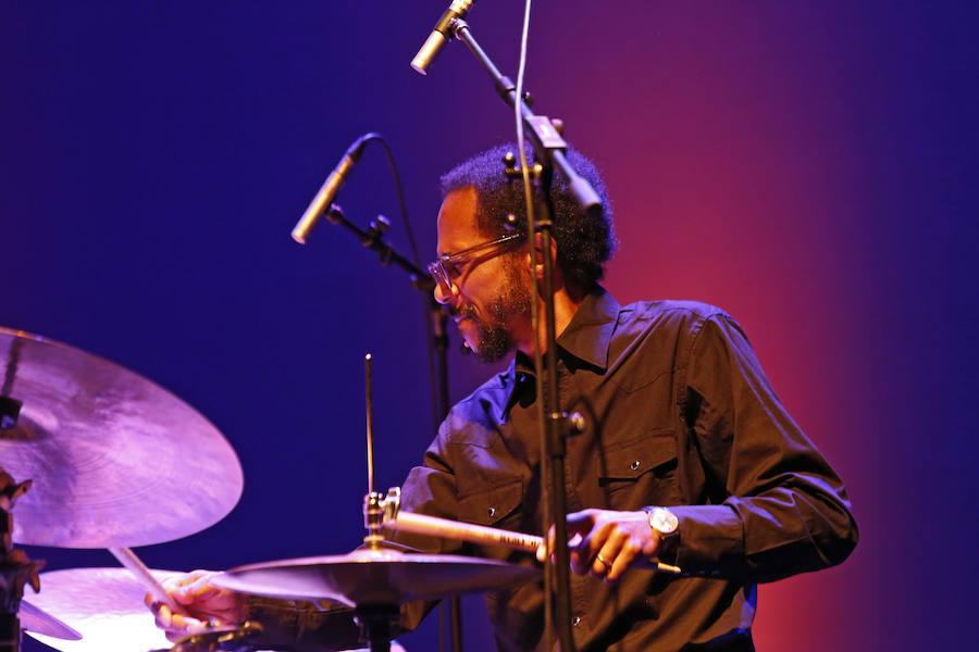 Gijón se rinde a la esencia del jazz fusión