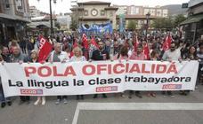 Los partidarios de la oficialidad califican de «histórica» su manifestación y avisan de que «agora ye'l momentu»