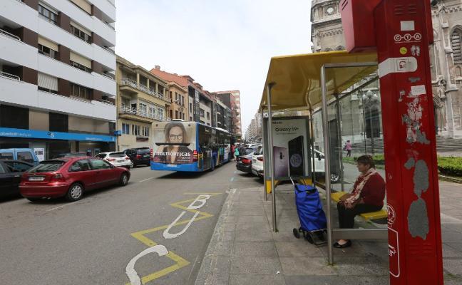 Los conductores de autobús alertan de las malas condiciones de las paradas