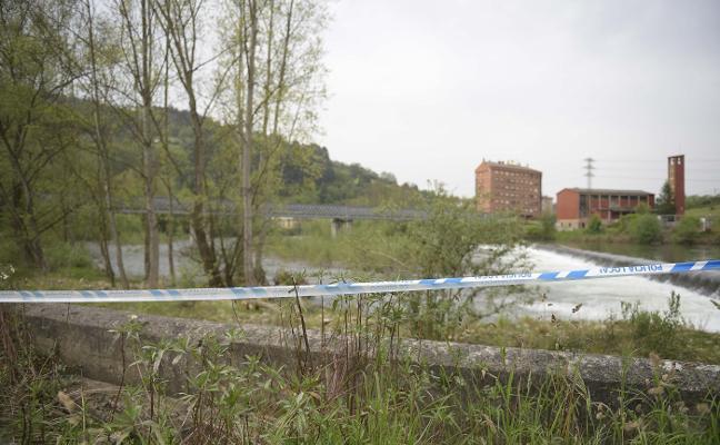 Fallece un hombre tras precipitarse al río Trubia desde el puente de la fábrica