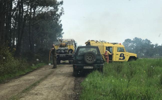 Controlado el incendio forestal declarado en Albarde, Valdés