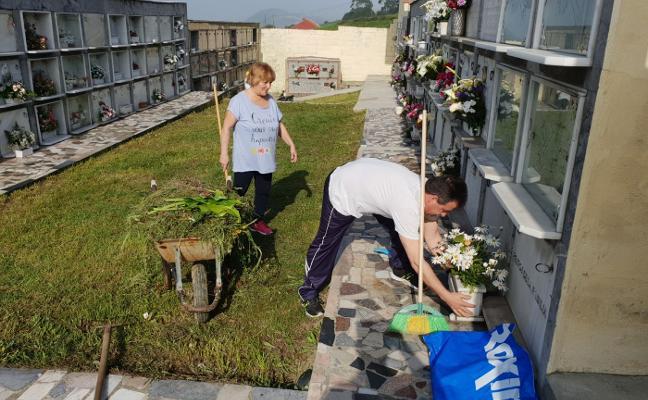 Los vecinos de Laviana organizan una andecha para limpiar el cementerio