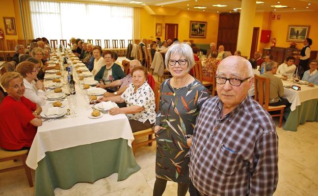 Contrueces rinde homenaje a Eva Canel en su comida
