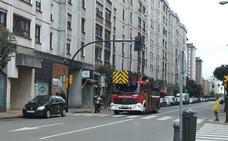 Olvida la olla en el fuego provocando una intensa humareda en su vivienda de Gijón