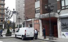 Un anciano convive todo el fin de semana con el cadáver de su cuidador en la cocina de su casa en Oviedo