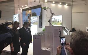 Asturias presenta un robot para echar sidra