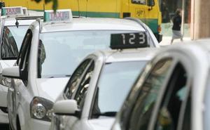 Una clienta amenaza a una taxista con «reventarle la cabeza con los tacones»