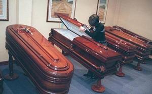 La Policía entra en una funeraria y usa el dedo del difunto para desbloquear su móvil