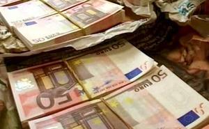 Se enfrentan a 33 años de prisión por falsificar 4.600 euros en billetes