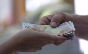 Las acusadas de falsificar 4.600 euros en billetes reconocen haber comprado dinero falso pero no fabricarlo