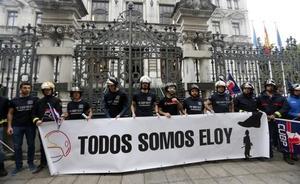 Los bomberos llevan a la Junta su protesta por la muerte de Eloy Palacio