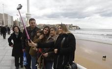 Una Semana Santa con menos turistas y reservas pese al tirón de Gijón y Llanes