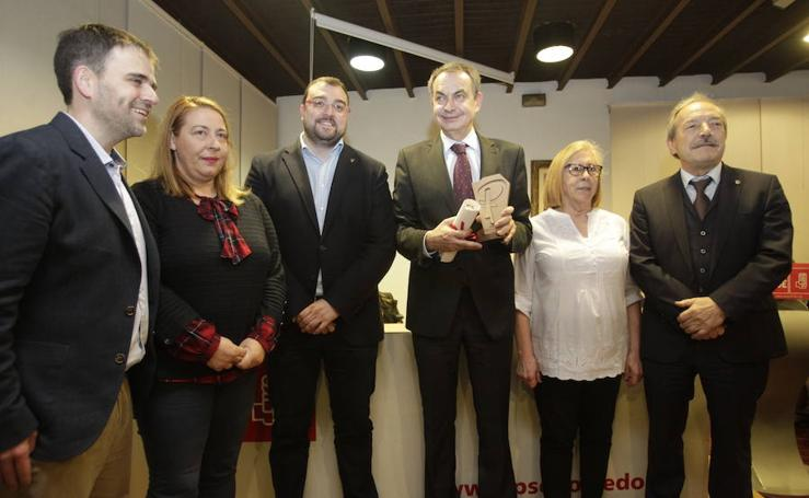 Zapatero recoge el premio Purificación Tomás en Oviedo