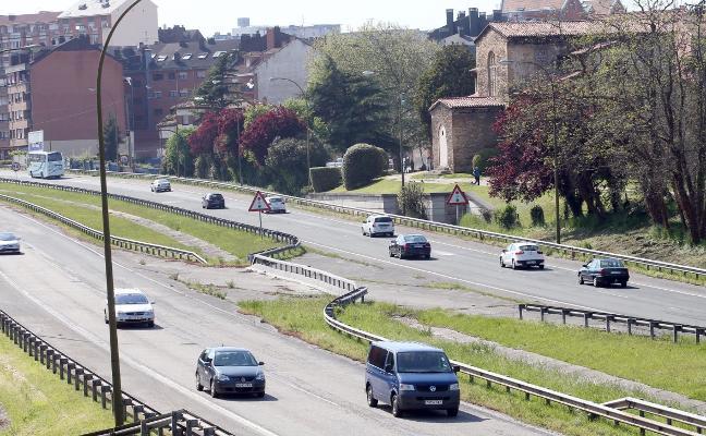 Principado y Ayuntamiento de Oviedo estudiarán una alternativa a la entrada del bulevar de Santullano