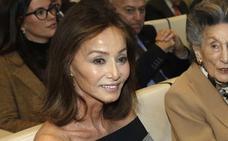 Isabel Preysler niega haber hecho 'un Cifuentes' en una perfumería de París