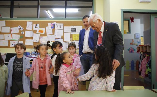 El padre Ángel visita el colegio Rey Aurelio