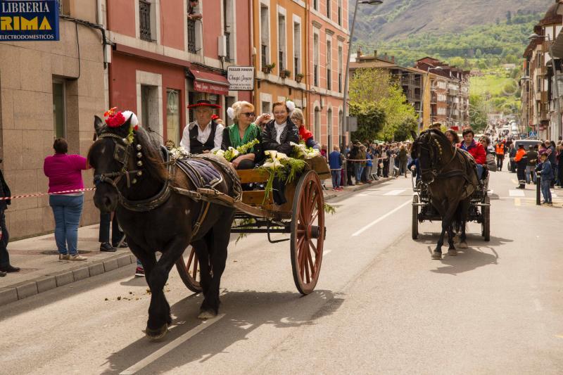Desfile rociero en Infiesto
