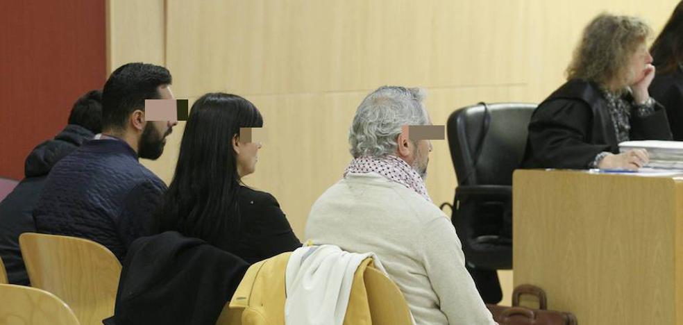 La familia de Villaviciosa acusada de haber ocupado una vivienda niega haber producido daños en la misma