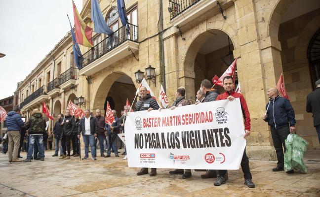 Los vigilantes de El Asturcón «llevan siete meses sin cobrar»