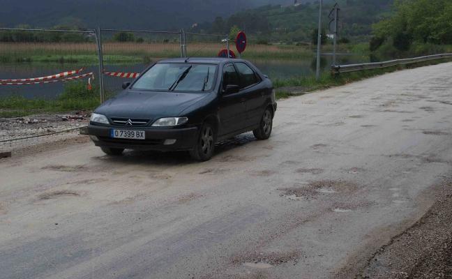 La zona de Picu Ramonón , en Ribadesella, se asfaltará «cuando deje de llover»