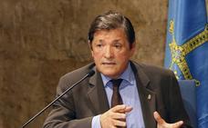 Javier Fernández pide a IU y PP que no alimenten la tensión entre Gijón y Mieres por el grado de Deporte