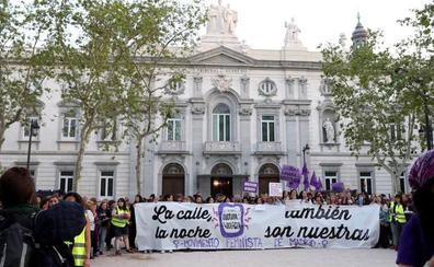 Miles de mujeres se manifiestan en Madrid clamando justicia: «Tranquila, hermana, aquí está tu Manada»