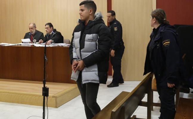Imad y Yeray, acusados en el caso Germán, afrontan dos años de cárcel por otra paliza