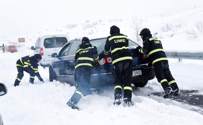La concesionaria que dejó 3.000 vehículos atrapados en la AP-6, multada con 1.200 euros
