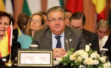 Zoido convoca para el jueves a todos los partidos al pacto antiterrorista sobre el fin de ETA