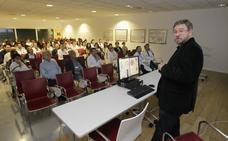 La investigación del asturiano Juan Fueyo permite a España ensayar con éxito el uso de virus para tratar el cáncer