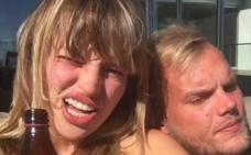 La novia de Avicii, destrozada después de que las redes la culpen del suicidio del DJ: «Me estoy ahogando»